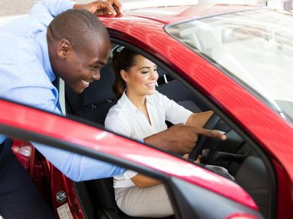 5 stages of car buying customer journey and how car sellers can take advantage