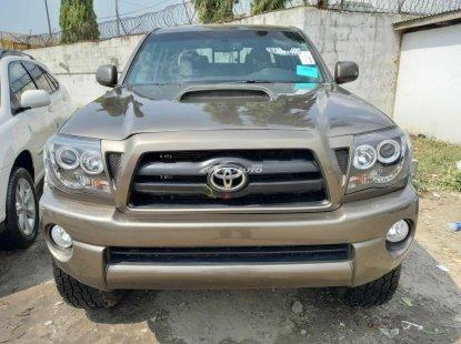 Foreign used 2006 Toyota tacoma