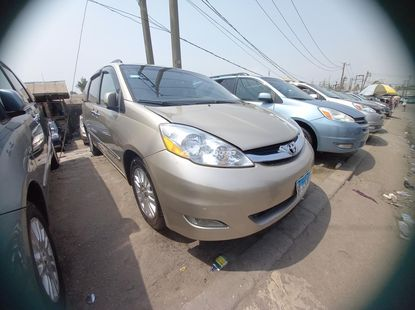 Foreign used 2008 Toyota seinna
