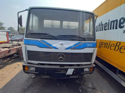 Foreign used Mercedes-Benz bucket truck