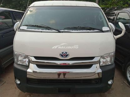 Foreign used 2010 Toyota haice bus