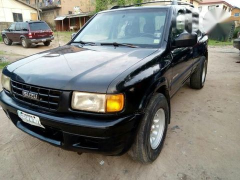 Clean Isuzu Rodeo 2002 Black