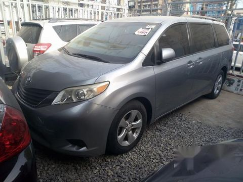 Tokunbo Toyota Sienna 2010 Silver for sale