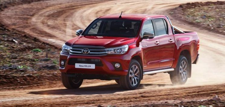 Review Toyota Hilux Invincible 2016